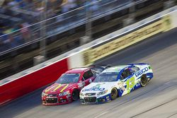 Jamie McMurray, Chip Ganassi Racing Chevrolet e Casey Mears, Germain Racing Chevrolet