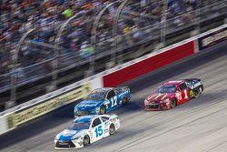 Clint Bowyer, Michael Waltrip Racing Toyota, Ricky Stenhouse Jr., Roush Fenway Racing Ford ve Jamie