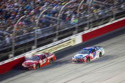 Justin Allgaier, HScott Motorsports Chevrolet y A.J. Allmendinger, JTG Daugherty Racing Chevrolet