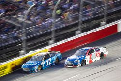 Ricky Stenhouse Jr., Roush Fenway Racing Ford y Landon Cassill, Hillman Circle Sport LLC Chevrolet