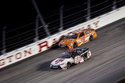 Carl Edwards, Joe Gibbs Racing Toyota y Matt Dibenedetto, BK Racing Toyota