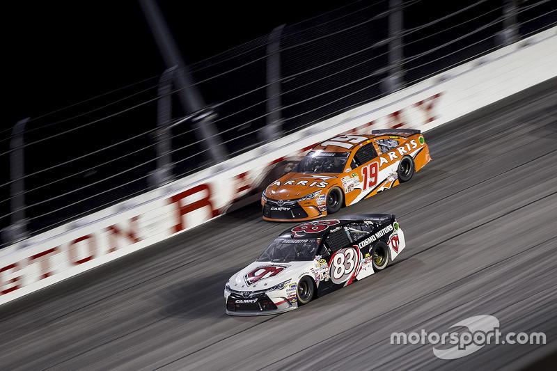 Карл Едвардс, Joe Gibbs Racing Toyota та Метт ДіБенедетто, BK Racing Toyota