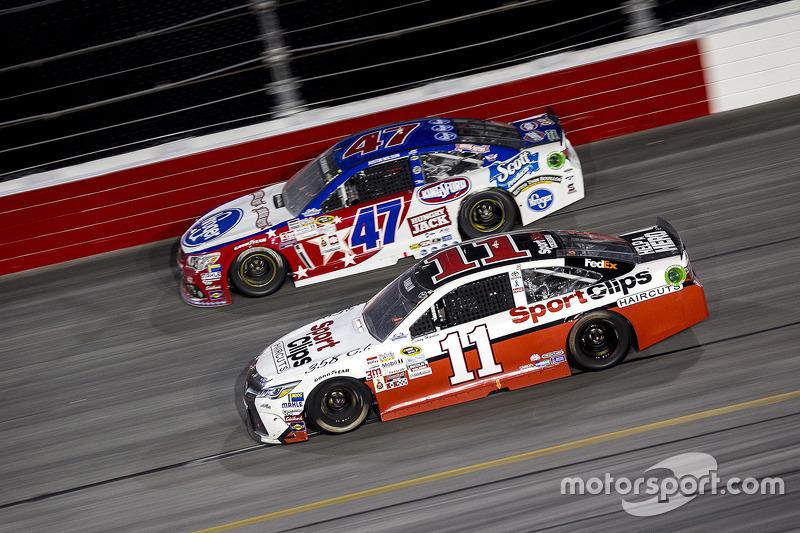 A.J. Allmendinger, JTG Daugherty Racing Chevrolet y Denny Hamlin, Joe Gibbs Racing Toyota