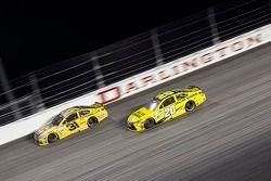 Ryan Newman, Richard Childress Racing Chevrolet ve Matt Kenseth, Joe Gibbs Racing Toyota