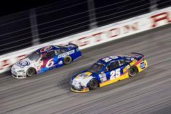 Trevor Bayne, Roush Fenway Racing Ford and Chase Elliott, Hendrick Motorsports Chevrolet
