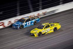 Ricky Stenhouse Jr., Roush Fenway Racing Ford y Matt Kenseth, Joe Gibbs Racing Toyota