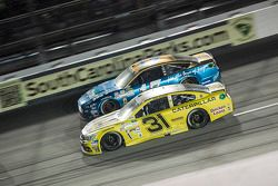 Ricky Stenhouse Jr., Roush Fenway Racing Ford y Ryan Newman, Richard Childress Racing Chevrolet