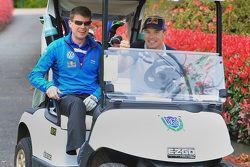 Jari-Matti Latvala en Miikka Anttila, Volkswagen Motorsport, gaan golfen op het Bonville Golf Resort