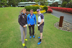 Andreas Mikkelsen, Jari-Matti Latvala y Miikka Anttila, Volkswagen Motorsport, juegan al golf en Bon