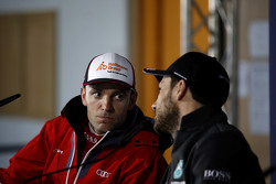 Jamie Green, Audi Sport Team Rosberg Audi RS 5 DTM y Gary Paffett, ART Grand Prix Mercedes-AMG C63 D