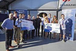 Президент FIA Жан Тодт и Льюис Хэмилтон наградили победителей конкурса фильмов про безопасность