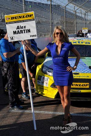 Dextra Racing Grid girl