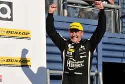 Tom Ingram, Speedworks, ilk BTCC podyumunu kutluyor