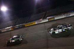Kyle Busch, Joe Gibbs Racing Toyota e Brian Scott, Richard Childress Racing Chevrolet