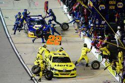 Joey Logano, Team Penske Ford e Chase Elliott, JR Motorsports Chevrolet