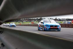 Scott McLaughlin y Alexandre Prémat, Garry Rogers Motorsport Volvo
