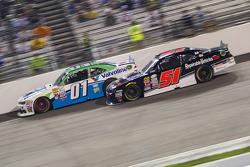 Landon Cassill, JD Motorsports Chevrolet e Jeremy Clements, Jeremy Clements Racing Chevolet