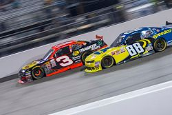 Ty Dillon, Richard Childress Racing Chevrolet veJosh Berry, JR Motorsports Chevrolet