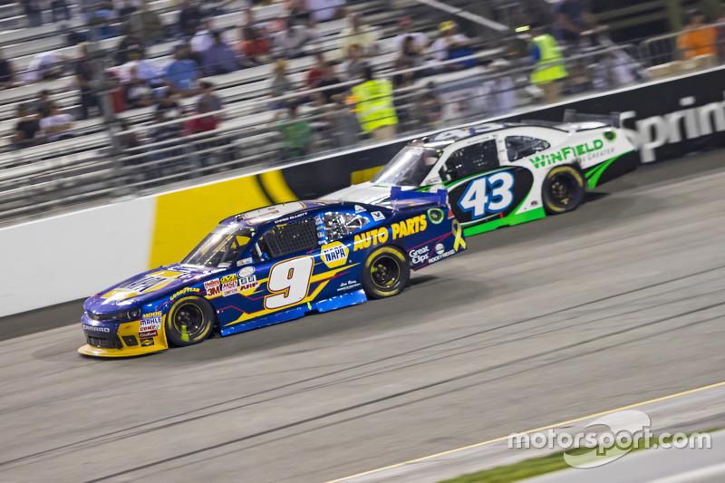 Чейз Елліот, JR Motorsports Chevrolet та Дакода Армстронг, Richard Petty Motorsports