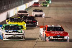Landon Cassill, JD Motorsports Chevrolet y Ryan Reed, Roush Fenway Racing Ford