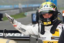 Обладатель поула - Тимо Глок, BMW Team MTEK BMW M3 DTM празднует