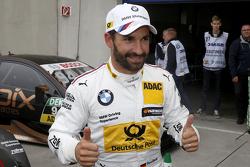 Ganador de la pole Timo Glock, BMW Team MTEK BMW M3 DTM celebra