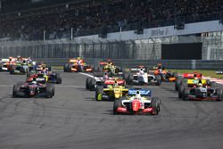 Start: Oliver Rowland, Fortec Motorsports leads