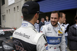 Pascal Wehrlein, HWA AG Mercedes-AMG C63 DTM y Gary Paffett, ART Grand Prix Mercedes-AMG C63 DTM