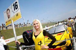 Gridgirl van Timo Glock, BMW Team MTEK BMW M3 DTM
