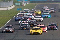 Start: Timo Glock, BMW Team MTEK BMW M3 DTM aan de leiding