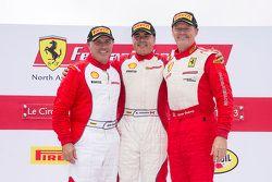 Trofeo Pirelli podium: ganador, Emmanuel Anassis, segundo lugar, John Farano, tercer lugar, Ryan Ock