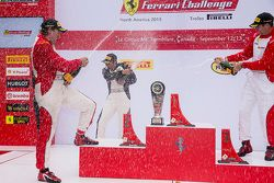 Podio Trofeo Pirelli Am: vincitore, #8 Ferrari di Ft. Lauderdale Ferrari 458