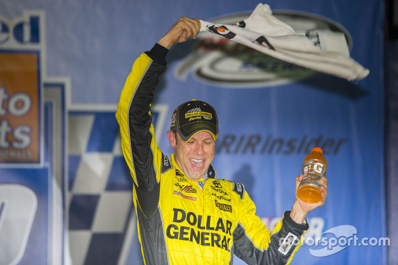 Le vainqueur Matt Kenseth, Joe Gibbs Racing Toyota
