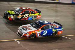 Clint Bowyer, Michael Waltrip Racing Toyota ve Sam Hornish Jr., Richard Petty Motorsports Ford