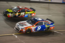 Clint Bowyer, Michael Waltrip Racing Toyota and Sam Hornish Jr., Richard Petty Motorsports Ford