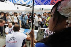 L'ambiance de la séance d'autographes