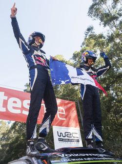 Переможці та 2015 WRC champions Себастьєн Ожьє та Жюльєн Інграссія, Volkswagen Polo WRC, Volkswagen