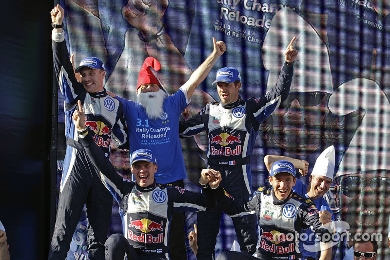 Ganadores y campeones de WRC 2015 Sébastien Ogier y Julien Ingrassia, segundo lugar, Jari-Matti Latv
