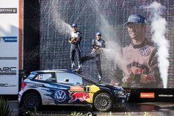 Ganadores y campeones del WRC 2015, Sébastien Ogier y Julien Ingrassia, Volkswagen Polo WRC, Volkswa