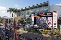 Podium : les vainqueurs et champions du monde 2015 Sébastien Ogier et Julien Ingrassia, les deuxièmes, Jari-Matti Latvala et Miikka Anttila, les troisièmes, Kris Meeke et Paul Nagle