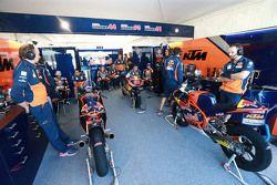 Garage de Red Bull KTM Ajo