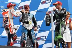 Podio: il vincitore Marc Marquez, Repsol Honda Team, il terzo Scott Redding, Marc VDS Racing Honda e il secondo Bradley Smith, Tech 3 Yamaha