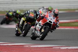 Andrea Dovizioso, Ducati Team, et Bradley Smith, Tech 3 Yamaha