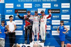 Подиум: победитель гонки - Хосе-Мария Лопес, Citroën C-Elysée WTCC, Citroën World Touring Car team,