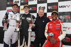 Carrera Podio 1: Ganador Harrison Newey, HHC Motorsport, el segundo lugar Will Palmer, HHC Motorspor