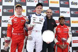Carrera Podio 2: ganador Will Palmer, HHC Motorsport, el segundo lugar Jack Bartholomew, Lanan Racin