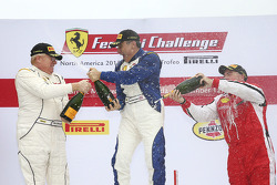 Coppa Shell podio: ganador Jean-Claude Saala, segundo lugar Dan O'Neal