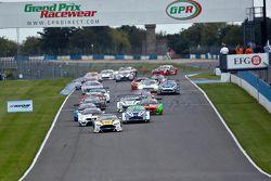 #27 TF Sport Aston Martin Vantage GT3: Andrew Jarman, Jody taraftarnin lider from start