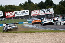 #11 22 GT Racing Aston Martin Vantage GT3: Mark Farmer, Jon Barnes melebar