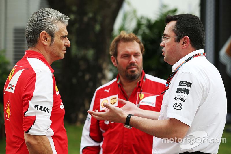 Мауріціо Аррівабене, Керівник Scuderia Ferrari з Джіно Росато, Ferrari та Ерік Бульє, McLaren гоночний директор